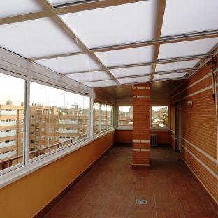T-3000-T-2000-y-Techo-Panel-80-correderas-con-persianas-y-cortinas-de-cristal.-Blanco-20